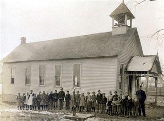 Mintonye and students 1905